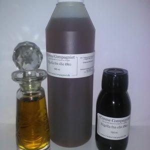 Nigellafrøolie Øko vist i 100 og 500 ml flaske og klar glas for udseende.